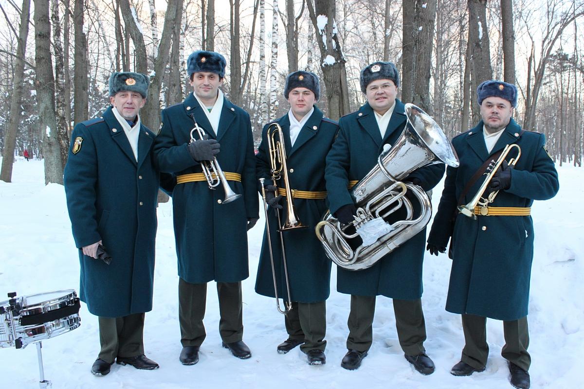 Похоронный оркестр зимой